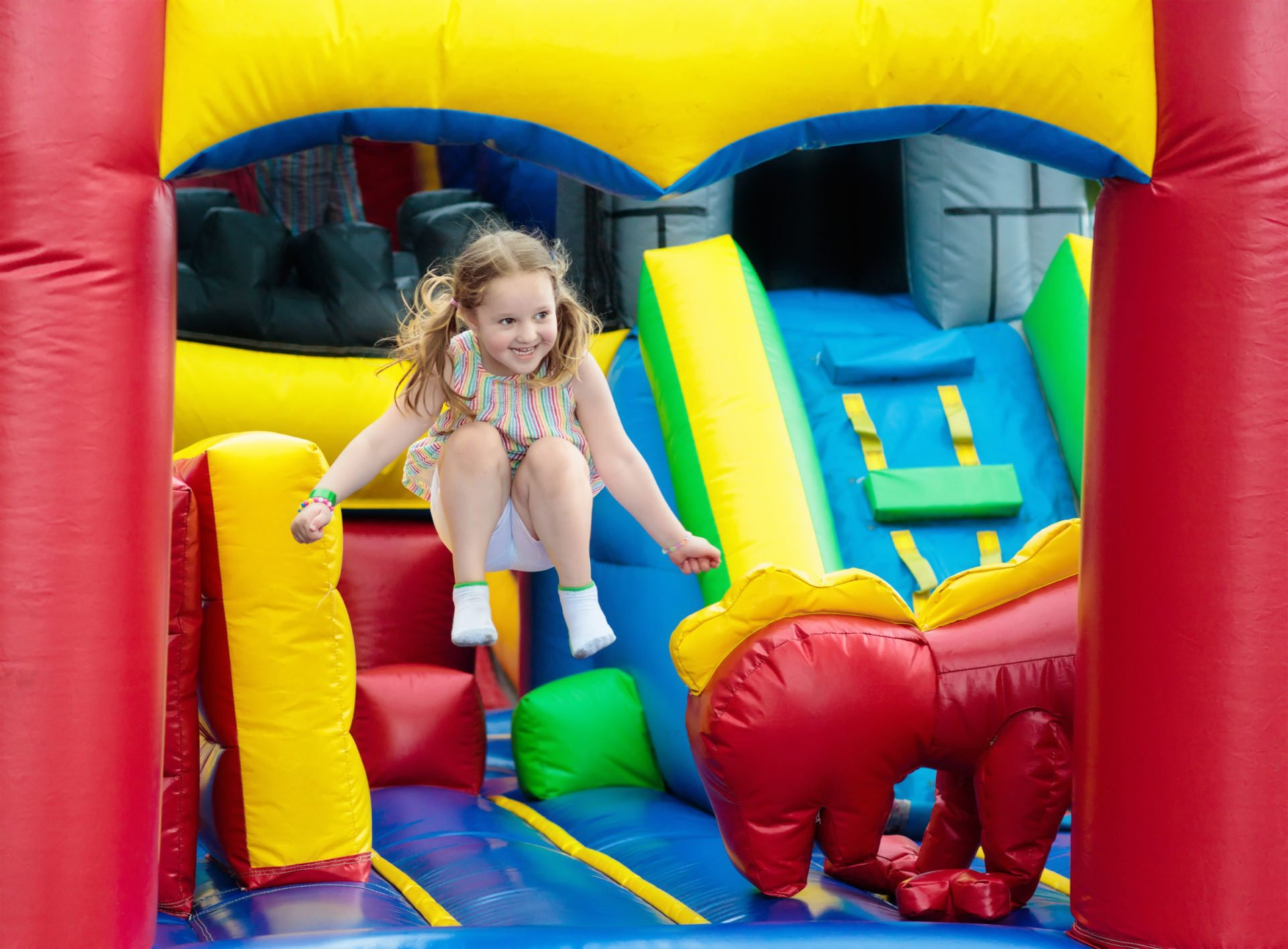 How to Make Money With Inflatable Obstacle Course